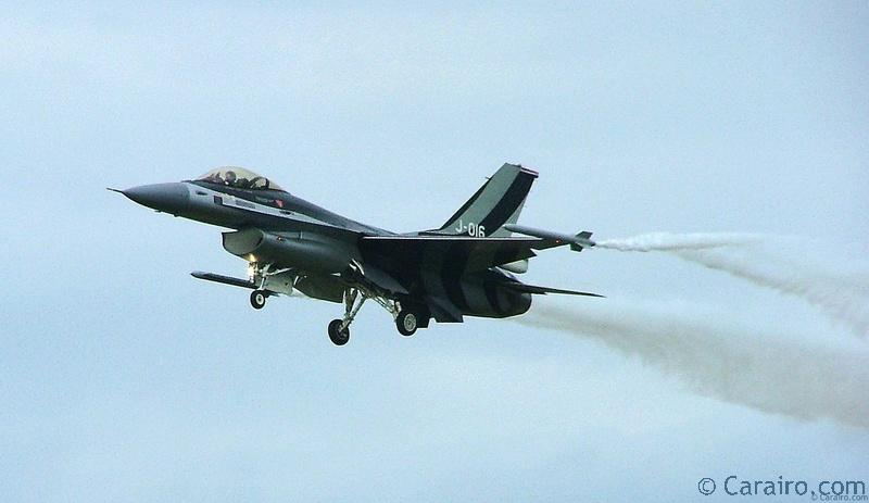 The Dutch F-16 pilot put on an amazing display